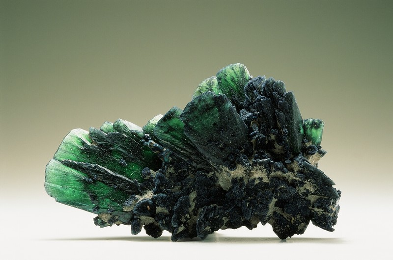 https://www.3bminerals.com/wp-content/uploads/2017/05/Vivianite.jpg